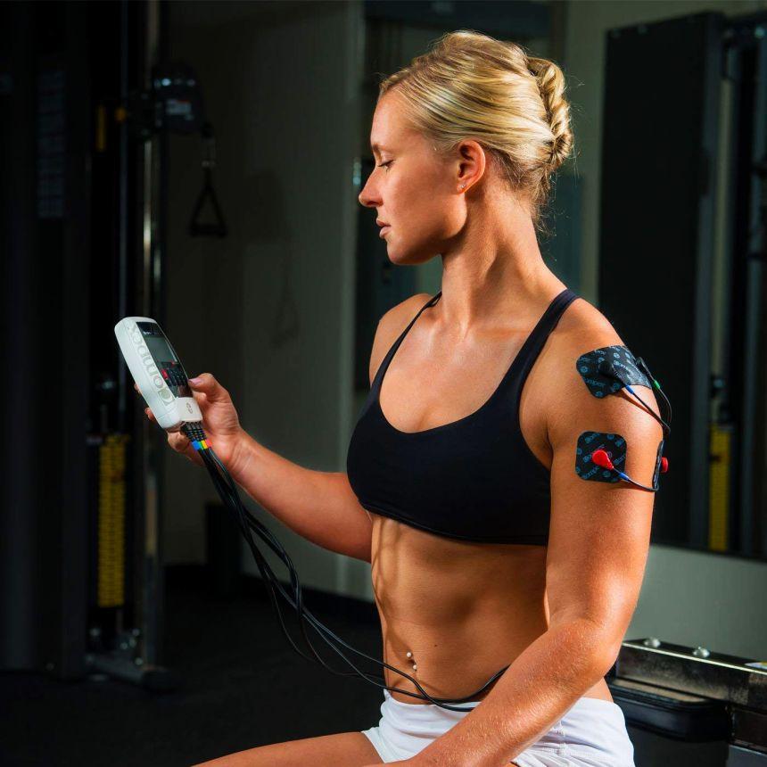 L'elettrostimolatore Compex FIT 1.0 aiuta a sviluppare e tonificare con semplicità tutti i muscoli del corpo, incluse ovviamente le braccia