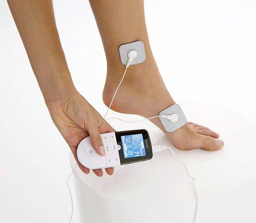Non solo parte alta del corpo: con l'elettrostimolatore TENS / EMS Beurer EM 49 per terapia del dolore, potete rigenerare la muscolatura dei vostri piedi indolenziti e ritrovare il piacere di camminare